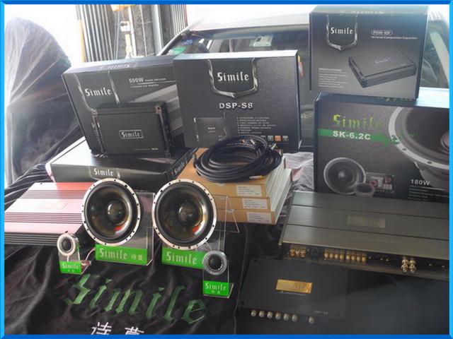 门板用绿静银卫士隔音产品进行隔音降噪处理,从而抑制了共振噪音的产生。经过挑选以及试音对比凌志ES300的车主为汽车选择了诗蔓SK6.2C喇叭进行前声场的替换,这样能够将音乐的情感和细节进行完美的展现,低音则添加一台诗蔓SD-102使得整个音场更加真实富有立体感, 加上诗蔓HP-4100功放和诗蔓HP-1.